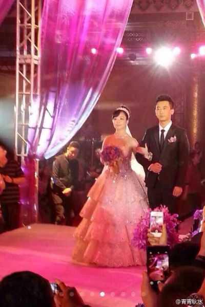 王二妮的丈夫_王二妮的结婚照片 王二妮结婚毕姥爷证婚 - 中国热网